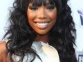Brandy inspira penteados e cortes de cabelo para negras