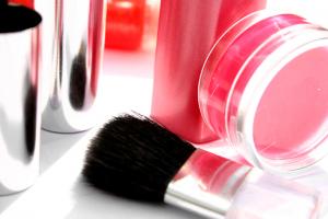 Ilustração do Kit básico de Maquiagem