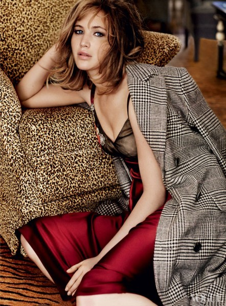 Jennifer Lawrence em pose sensual para a vogue