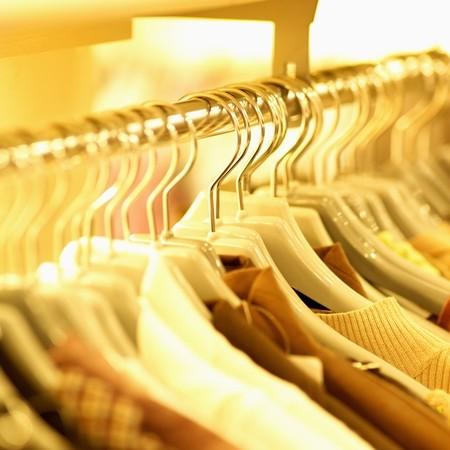 evite roupas com cheiro de mofo