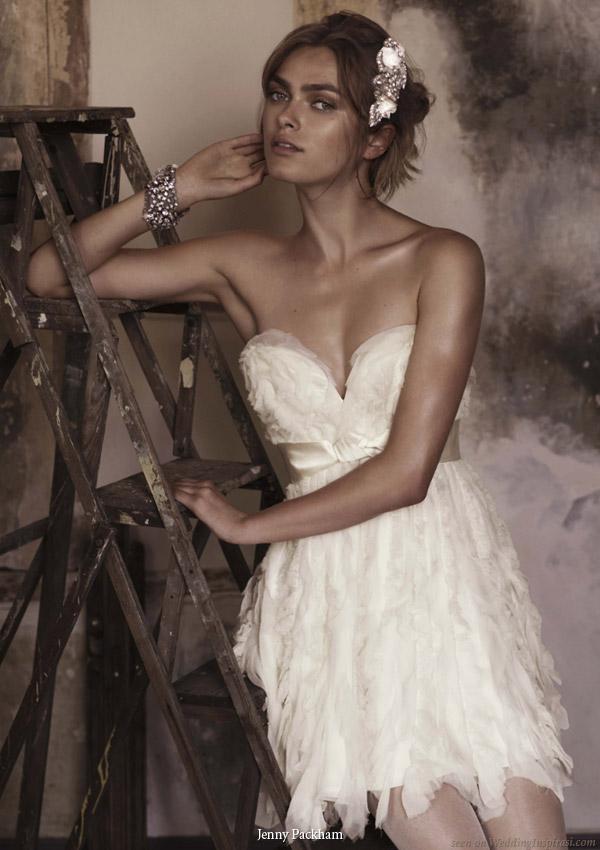 Os vestidos de noiva curtos conferem feminilidade e sensualidade ao visual,