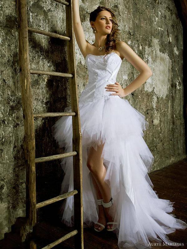 vestido de noiva tipo mullet curto na frente e longo atrás