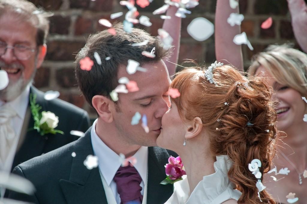 registro do beijo para o álbum de casamento