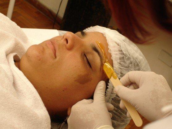depilação de sobrancelhas com cera