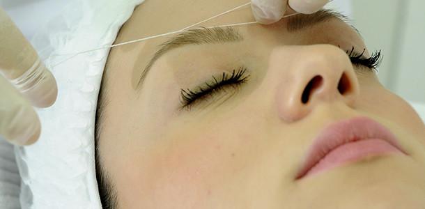 depilação de sobrancelhas com linha