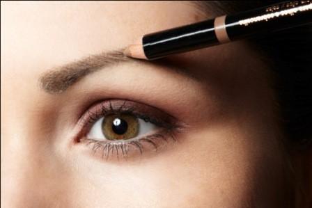 Lápis de sobrancelha para maquiagem