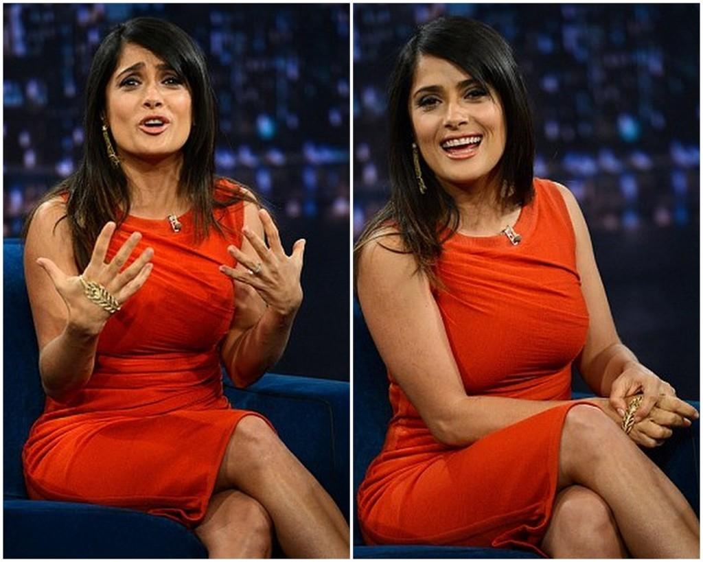 celebridade internacional usando bracelete de mão