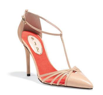 modelo de sandália da coleção Sarah Jessica Parker