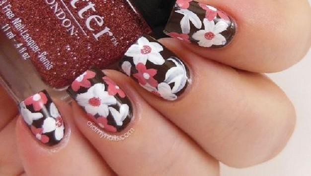 Saiba como fazer unhas decoradas com flores