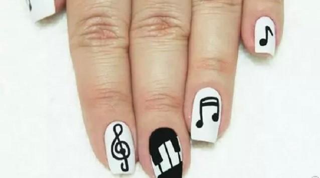 como fazer unhas com notas musicais
