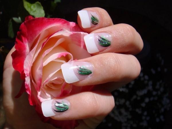 unhas decoradas com ramos verdes