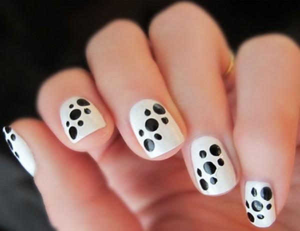 Nail Art com patinhas de cachorro