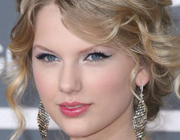 maquiagem romântica da cantora Taylor Swift