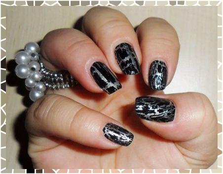 Nail Art: unhas craqueladas com esmalte preto e prateado
