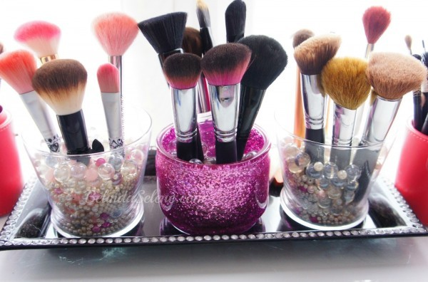 pincéis de maquiagem organizados