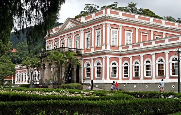 Petrópolis é uma das cidades para curtir o friozinho a dois