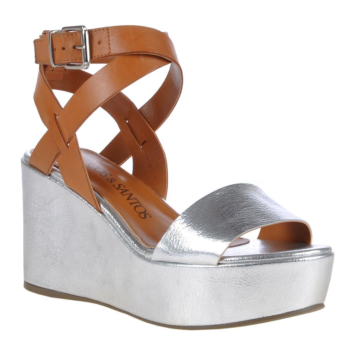 c85a3c45ea Tiras cruzadas entre as tendências de calçados verão 2015
