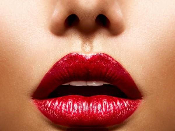 Truques para aumentar os lábios com maquiagem