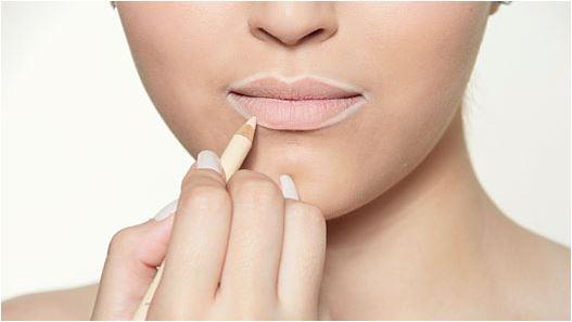 aumentar os lábios com maquiagem