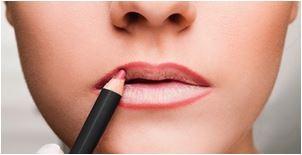 aumentar os lábios com maquiagem passo a passo