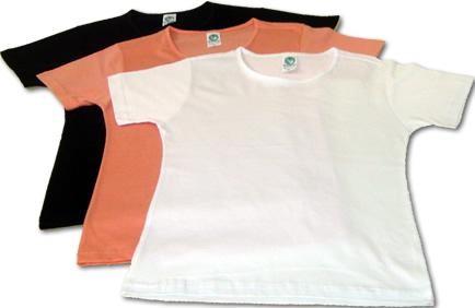 camiseta básica é uma das peças curingas