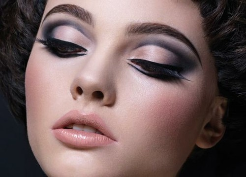Cut Crease: Aprenda a fazer a maquiagem da moda