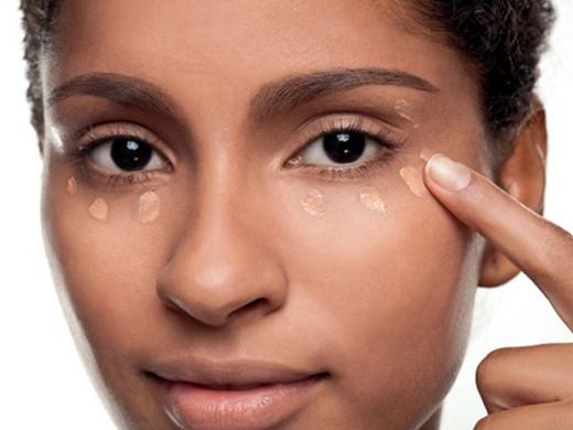 Corretivo a ser usado em maquiagem para negras