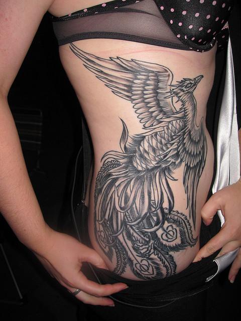 tatuagens-femininas-na-costela-20