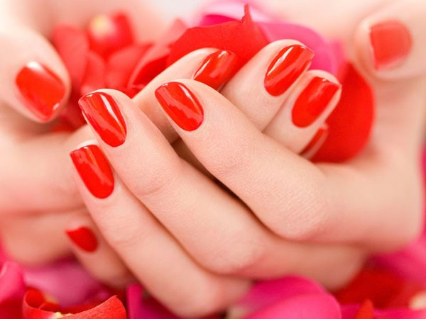 Dicas para aplicar e remover esmalte vermelho