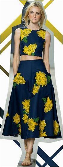 vestido com flores amarelas