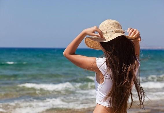 Cabelos saudáveis após um banho de mar ou piscina