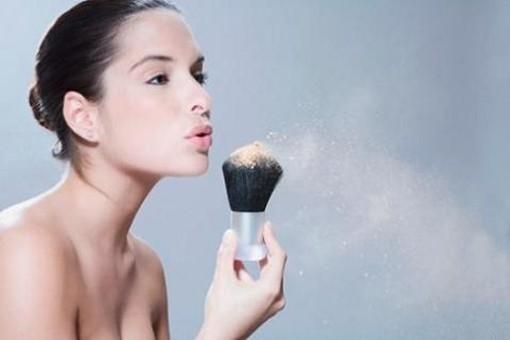 Erros de maquiagem - Pó mal aplicado