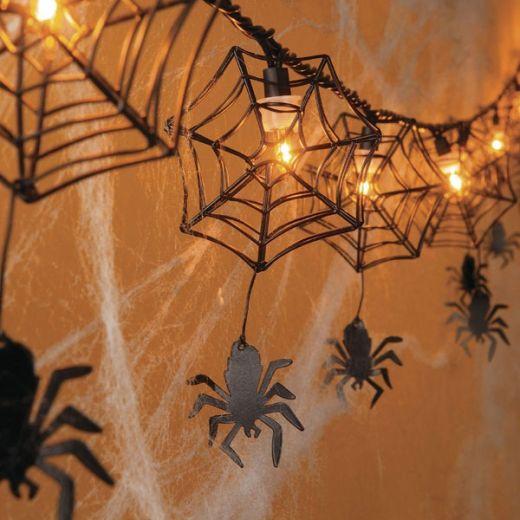 decoração com aranha para a festa de Halloween