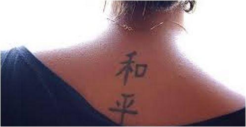 Mensagens em outro idioma é outro erro ao fazer uma tatuagem