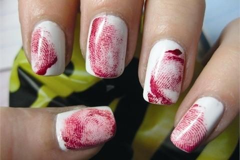 Unhas para Halloween vermelho com branco