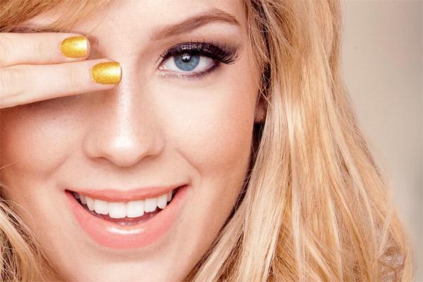 pele bonita e saudável para mulheres de idade entre 15 a 25 anos