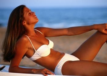 Alimentos que ajudam a cuidar da pele e do bronzeado no verão