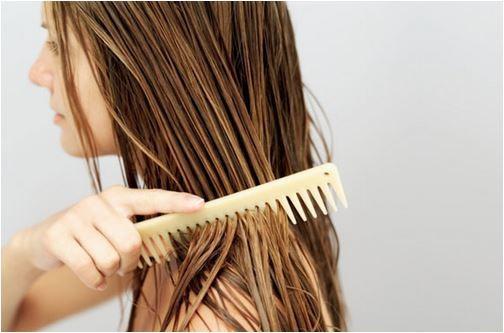 Capriche na escovação para cuidar do seu cabelo no verão