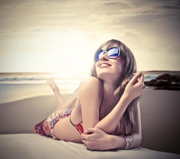 óculos de sol é uma das dicas de beleza para os dias quentes