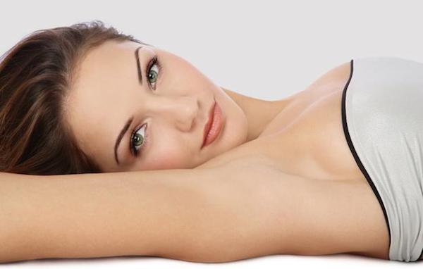 Como cuidar, depilar e clarear as Axilas