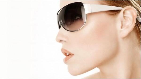 Não usar óculos escuros causa rugas