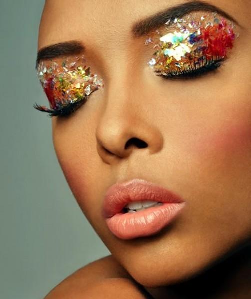 Make de carnaval com muito glitter