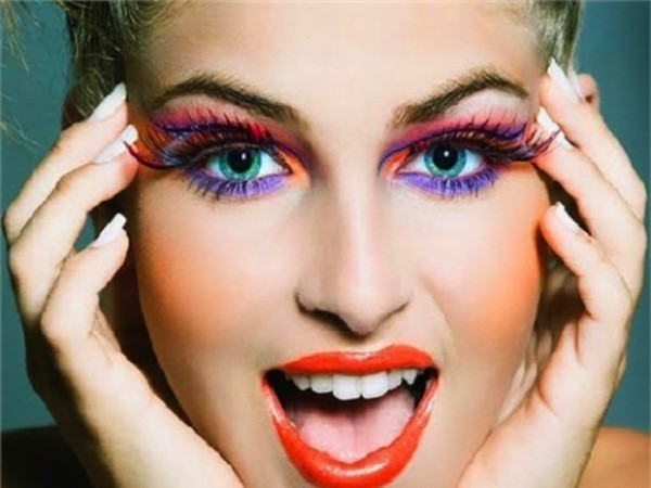 Maquiagem de carnaval colorida