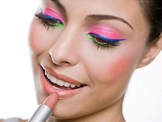 Usando Batom e Gloss na Maquiagem de carnaval