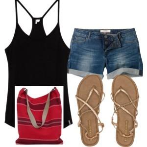 roupas simples com regata, short jeans, bolsa de tecido e sandália