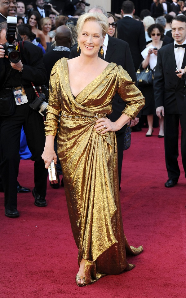 Meryl Streep mostra como combinar o esmalte com o vestido de festa