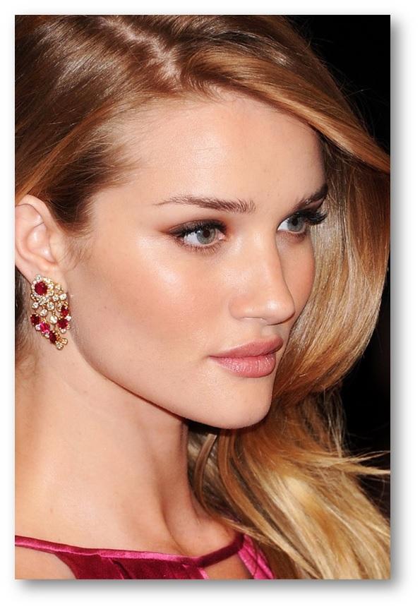 dicas de maquiagem para usar com o vestido rosa