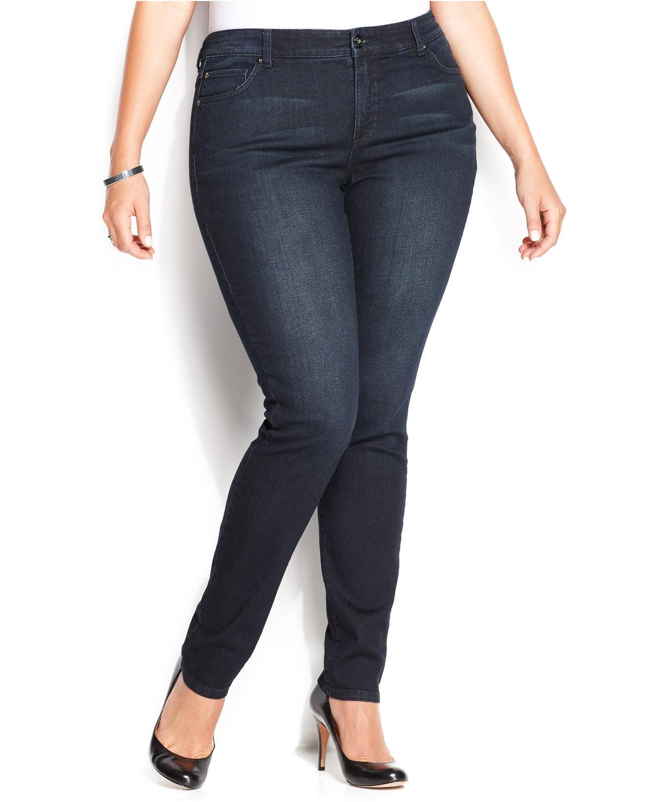 Jeans escuros para mulheres com coxas grossas
