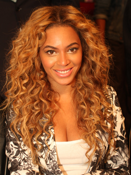 Beyoncé com cabelos longos