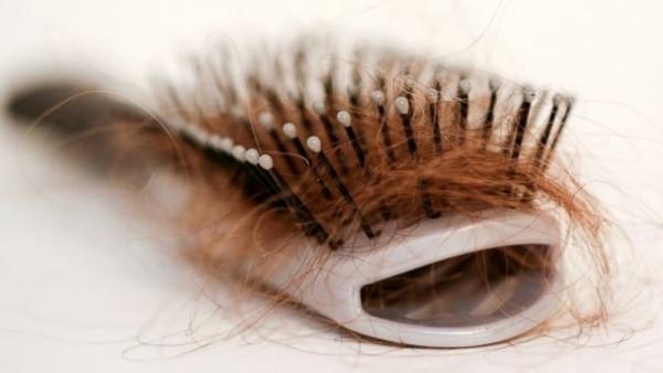 o excesso de vitamina A faz o cabelo cair